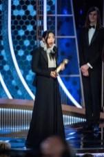 """Awkwafina venceu a estatueta de melhor atriz em filme de comédia / musical por """"The Farewell"""" (Foto: Divulgação / Crédito: HFPA Photographer)."""