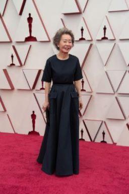 Indicada ao Oscar de melhor atriz coadjuvante, Yuh-jung Youn no tapete vermelho da Union Station (Foto: Divulgação – Crédito: Matt Petit / ©A.M.P.A.S.).