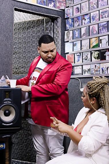 Grazzi Brasil e Pitty de Menezes gravam samba da Terceiro Milênio. Foto: Divulgação/Duda Morais