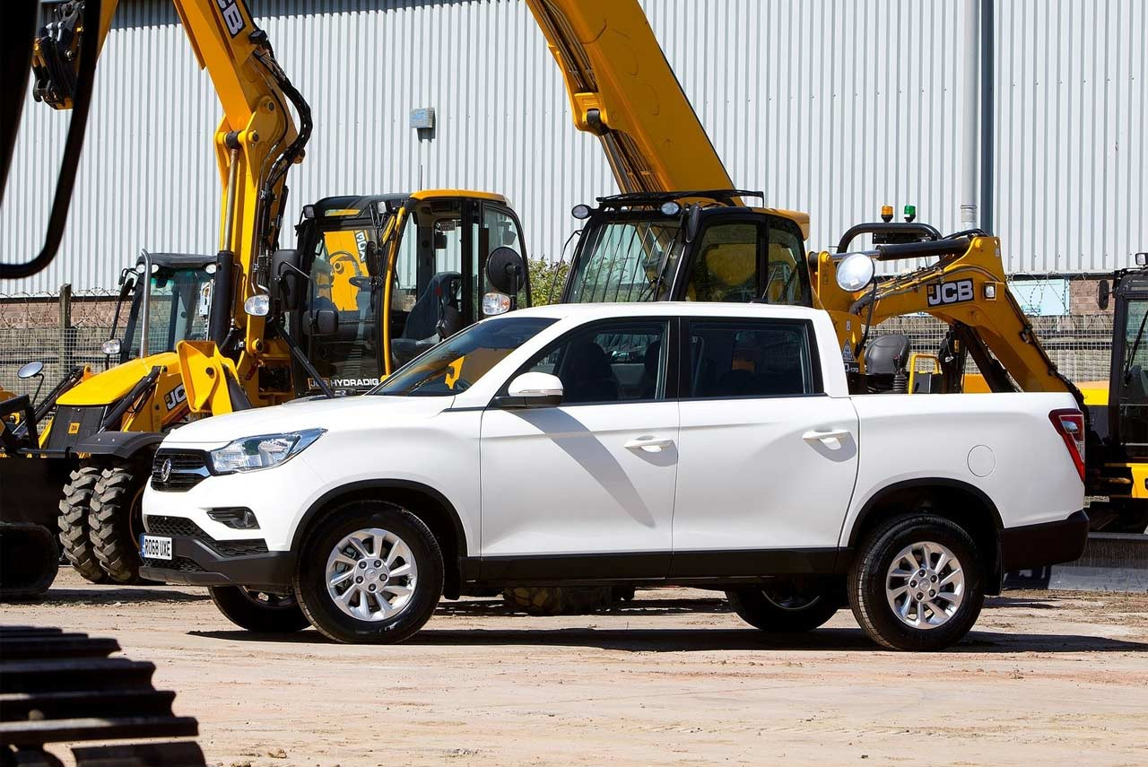 SsangYong-Musso-EX-Grand-White-Side-2018