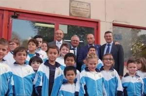 Alcuni piccoli atleti insieme al Prof. Emmanuele F. M. Emanuele, Mario Castrucci, Antonio Buccione e Fabio Di Muro durante l'intitolazione della scuola di scherma.