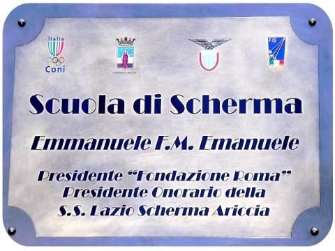 La targa presente all'esterno del Palariccia: la nostra Sala di Scherma è intitolata all'Avv. Prof. Emmanuele F.M. Emanuele.