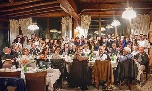 La cena del Settore Fioretto con il M° Nini in partenza per l'Austria
