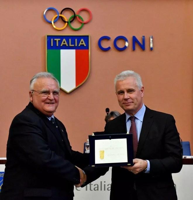 20 novembre 2016  Assemblea elettiva FIS Il consigliere Azzi con Mario Castrucci (foto Bizzi per Federscherma)