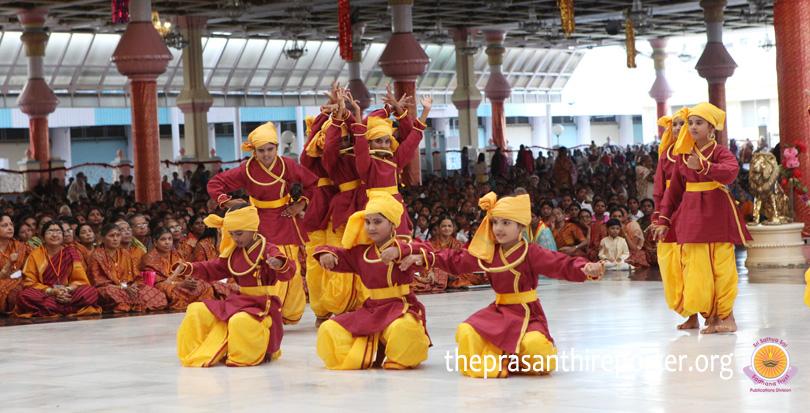 Sathya Sai Parijatalu, Dance Drama by Puttaparthi Balvikas…