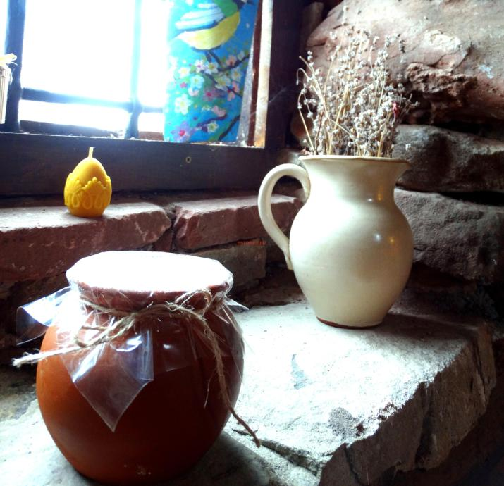 Овче кисело мляко в грненце от Кремиковския манастир