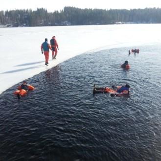 Kuivapuku-uintia eräänä kauniina talvipäivänä...
