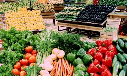استجابه بتهديدات فرض التسعيرة الجبريه تتراجع أسعار الخضراوات والفاكهه