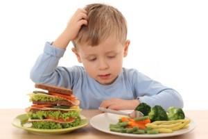 شاهد رد فعل الأطفال عندما يتناولوا الشئ للمرة الأولى