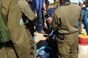 بالصور ..إصابة ثلاثة جنود إسرائيليين في عملية طعن بالقدس المحتلة (صور)