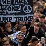 فيديو …مئات آلاف الأميركيين يشاركون في مظاهرات عارمة ضد ترامب