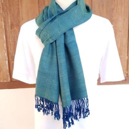 groen blauwe sjaal met raindrop motief