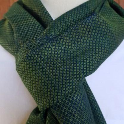 groene sjaal met fijn ruitpatroon