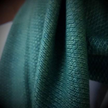 groene sjaal met de hand geweven
