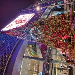 een rode sjaal voor de kerst