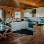 Stablewood Coastal Cottages Grey Heron Kitchen/Dining