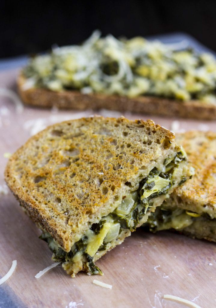 ***BEST GRILLED CHEESE I EVER HAD*** A crispy grilled cheese sandwich with a cheesy, creamy spinach artichoke dip filling.