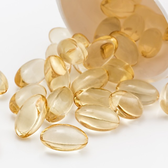 MCT Oil Supplement Review: What is MCT Oil and What Are the Benefits?
