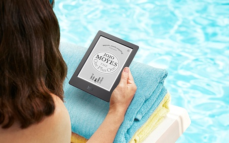 News and Notes: A waterproof e-reader, Arctic itineraries and multi-currency credit cards