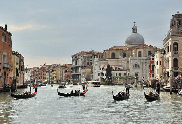 The colour of Venice's gondolas