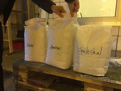 Sara Hjalmarsson har fixat sponsor till Slakthuset kräsna Molitor-baggar. Bland annat ekologiskt speltkli.