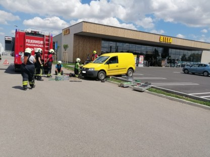 20200606_TE_Fahrzeugbergung_Billa-Parkplatz_003