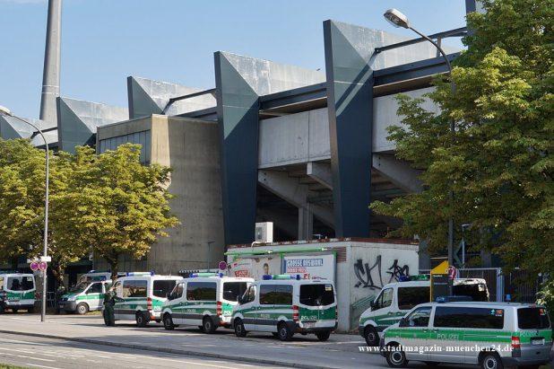 Polizei Grünwalder Stadion München Derby Einsatz 1860 FC Bayern