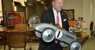 Bürgermeister Josef Schmid eröffnet das neue Gebrauchtwaren-Kaufhaus Halle 2 der AWM München