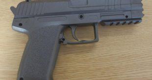 Softair-Pistole im Fasching Quelle Foto Bundespolizei