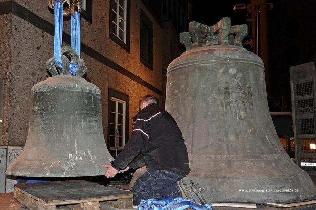 Zwei Glocken vom Alten Peter in München müssen in die Reparatur