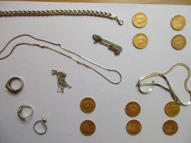 Besitzer von gestohlenem Schmuck und Goldmünzen gesucht. Quelle Foto Polizei München