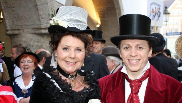 Vorstadt-Hochzeit Brautpaar Gitti Walbrun und Ferdinand Schmidt-Modrow 2014