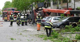 Mobilkran in München umgestürzt