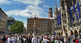 Hygienedemo am 8.5.2020 am Marienplatz München