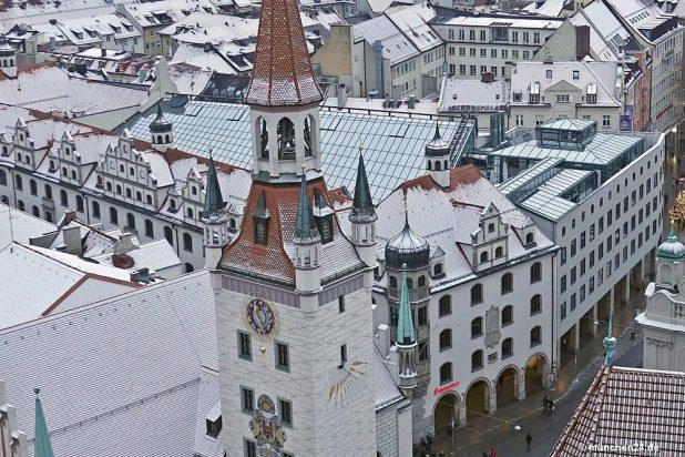 Hauptstelle Stadtsparkasse München Tal mit Turm Altes Rathaus