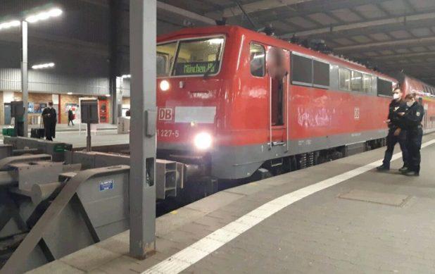 Lok rammt im Münchner Hauptbahnhof Prellbock
