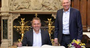 Hansi Flick und Dieter Reiter beim Eintrag ins Goldene Buch der Stadt München nach Gewinn des Sextuple