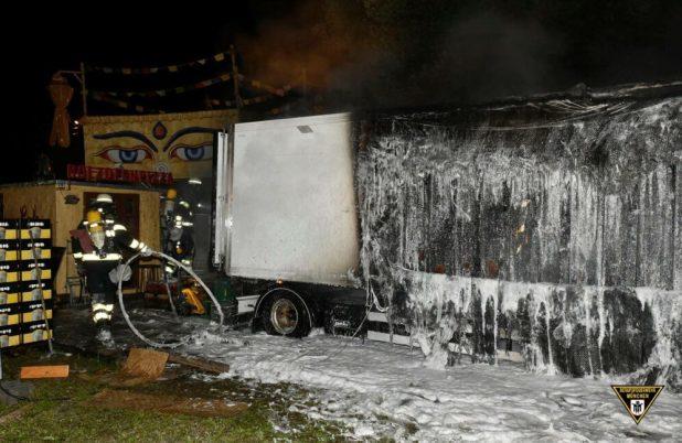Kühllaster auf Tollwood ausgebrannt