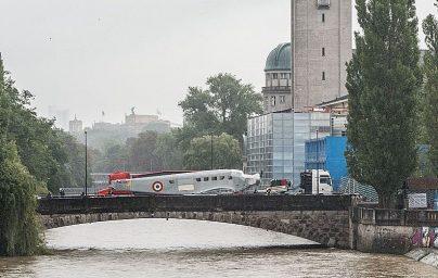 Ju 52 auf der Corneliusbrücke im Anrollen