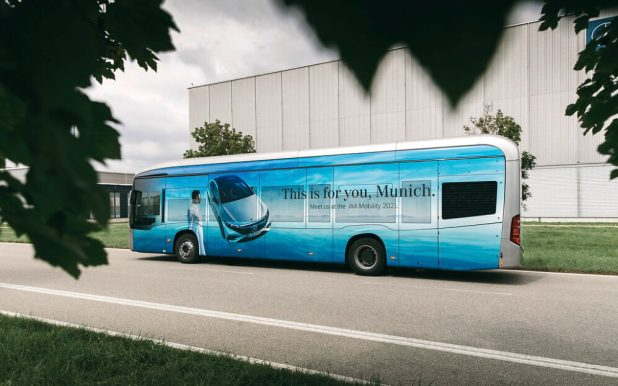 Vier vollelektrische Busse Mercedes-Benz übernehmen den Shuttle Service auf der Blue Lane von der Innenstadt zur Messe München Riem
