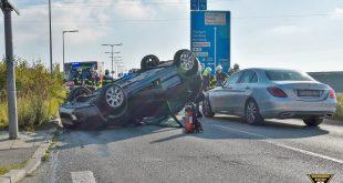 Auto überschlägt sich in Lochhausen