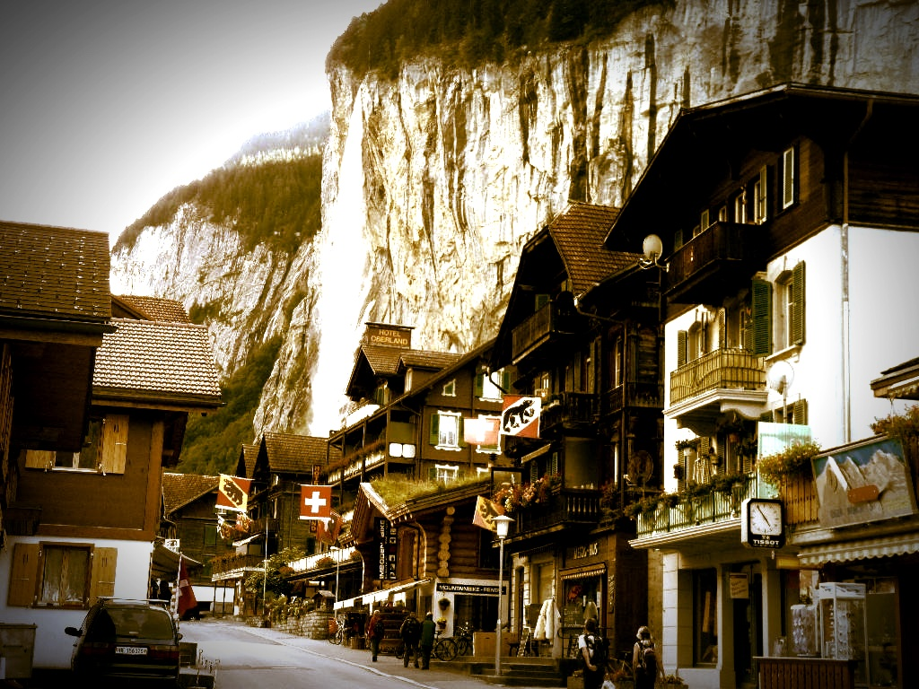 lauterbrunnen_main_street_edit