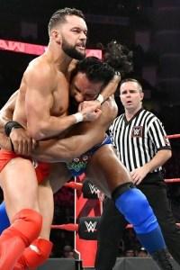 VIDEO: Finn Balor vs. Jinder Mahal – Raw, Dec. 3, 2018