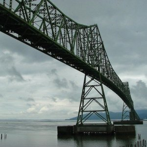 The Astoria Bridge over the Columbia River, connecting the states of Oregon and Washington.