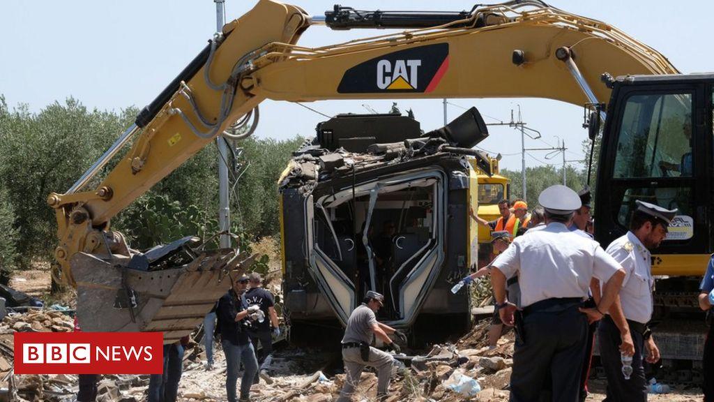 Italy rail crash: Andria station master 'let crash train go'