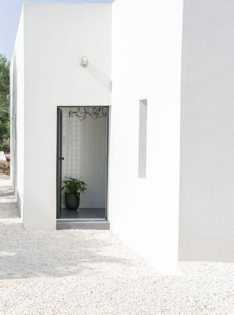 Villa Puglia is a modern retreat in the Italian countryside -