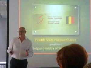 Frank van Massenhove prezentuje nowoczesne poglądy nazarządzanie urzędem.