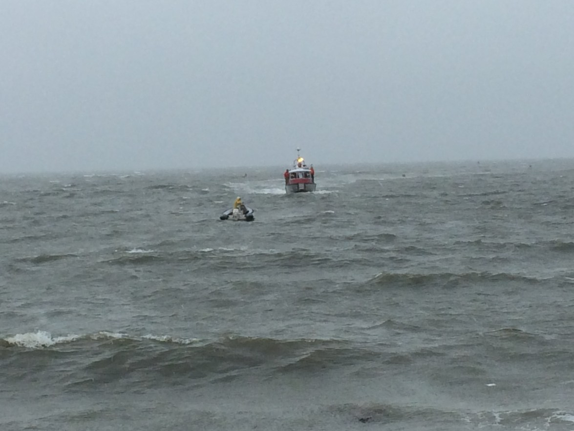 Fire Boat 236 Arriving On The Scene Of a Boater In Distress