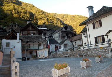 La piazza di Viganella (fonte: sito del Comune di Borgomezzavalle)