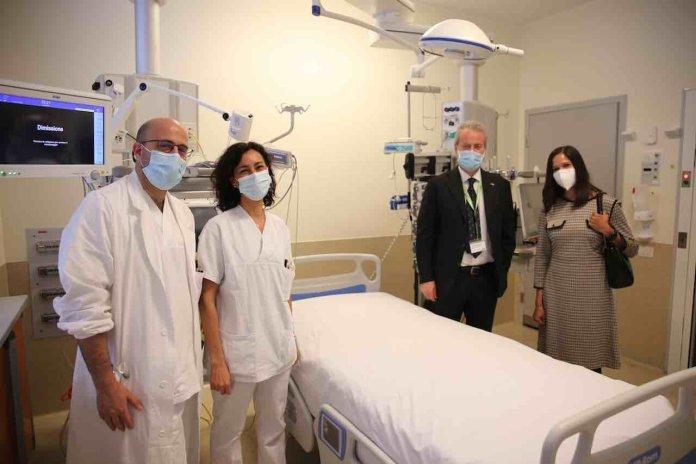 Donazione Usa: la console amercana allìospedale Meyer con medici